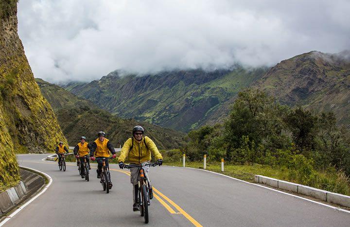 Inka Jungle: el mejor tour de aventura! El segundo día por el camino del tour inca jungle inicia alrededor de las 6:00 a.m. disfrutando un desayuno tradicional para luego iniciar la caminata que recorre parte del Camino Inca Tradicional, este tramo es imperdible. http://www.inkajungletour.com/