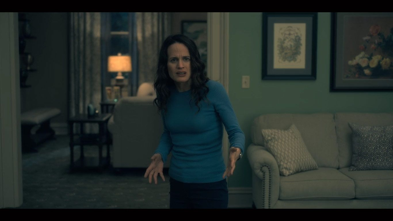 Elizabeth Reaser As Shirley Crain In Season 1 Episode 8 Of The Haunting Of Hill House Source Netfli House On A Hill House On Haunted Hill Elizabeth Reaser