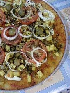 Pizza de Brócolos,  Cogumelos e Azeitonas