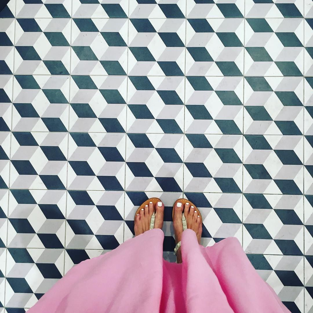Pokarekare Ana. #allbalacks#rugbyworldcup#singaporegypsy#design#carrelage#feet#fromwhereistand#fwis#fwisfeed#geometric#igers#instagood#ihaveathingforfloors#ihavethisthingwithtiles#ihavethisthingwithfloors#jj#lookyfeets#lookingdown#pattern#perspective#summer#sandals#selfeet#shoefie#tiles#tileaddiction#viewfromthetop#singpapore#blackandwhite#monochrome@allblacks by singaporegypsy