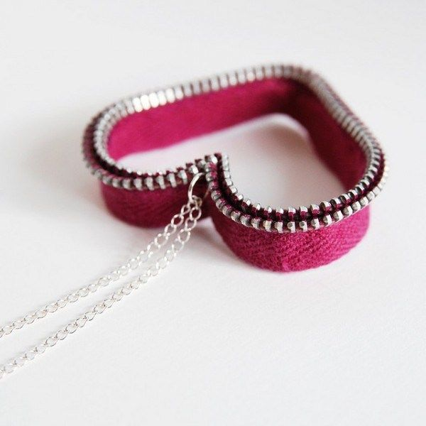 Tons of recycled zipper jewelry ideas #recycledcrafts