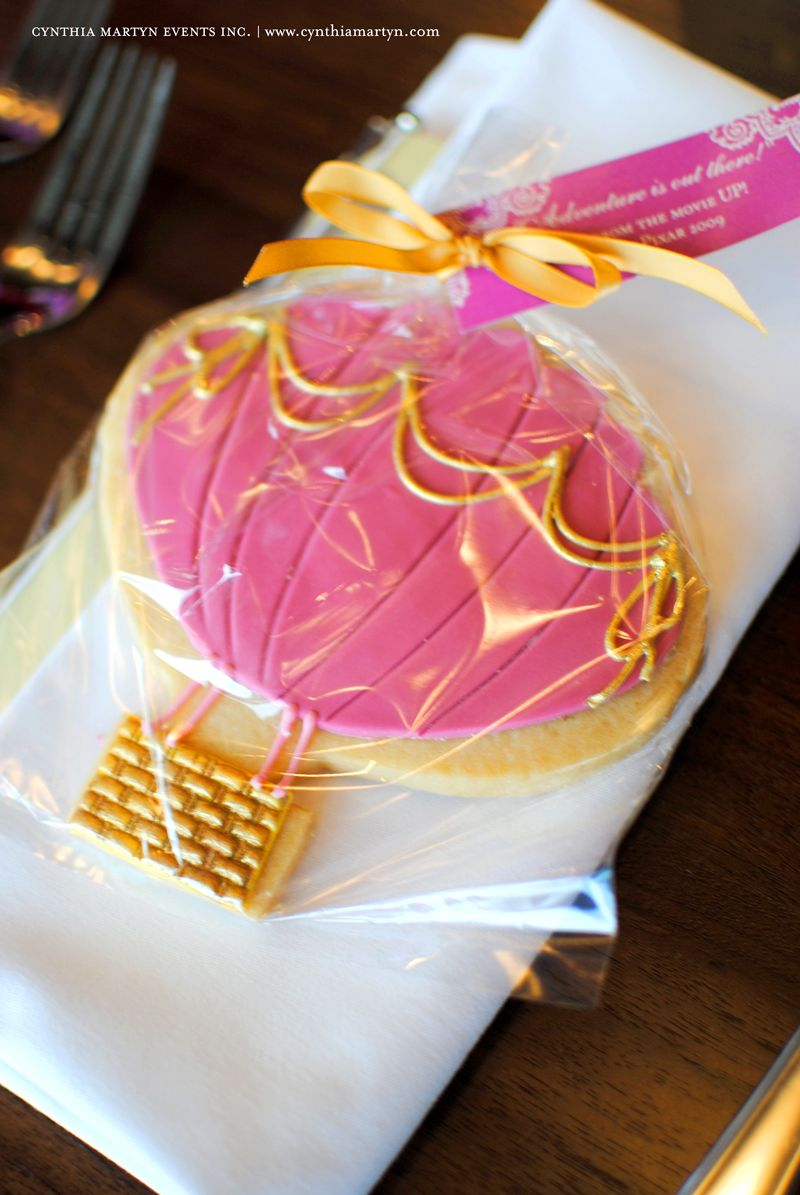 Hot air balloon cookie favors. This would have been perfect for ...