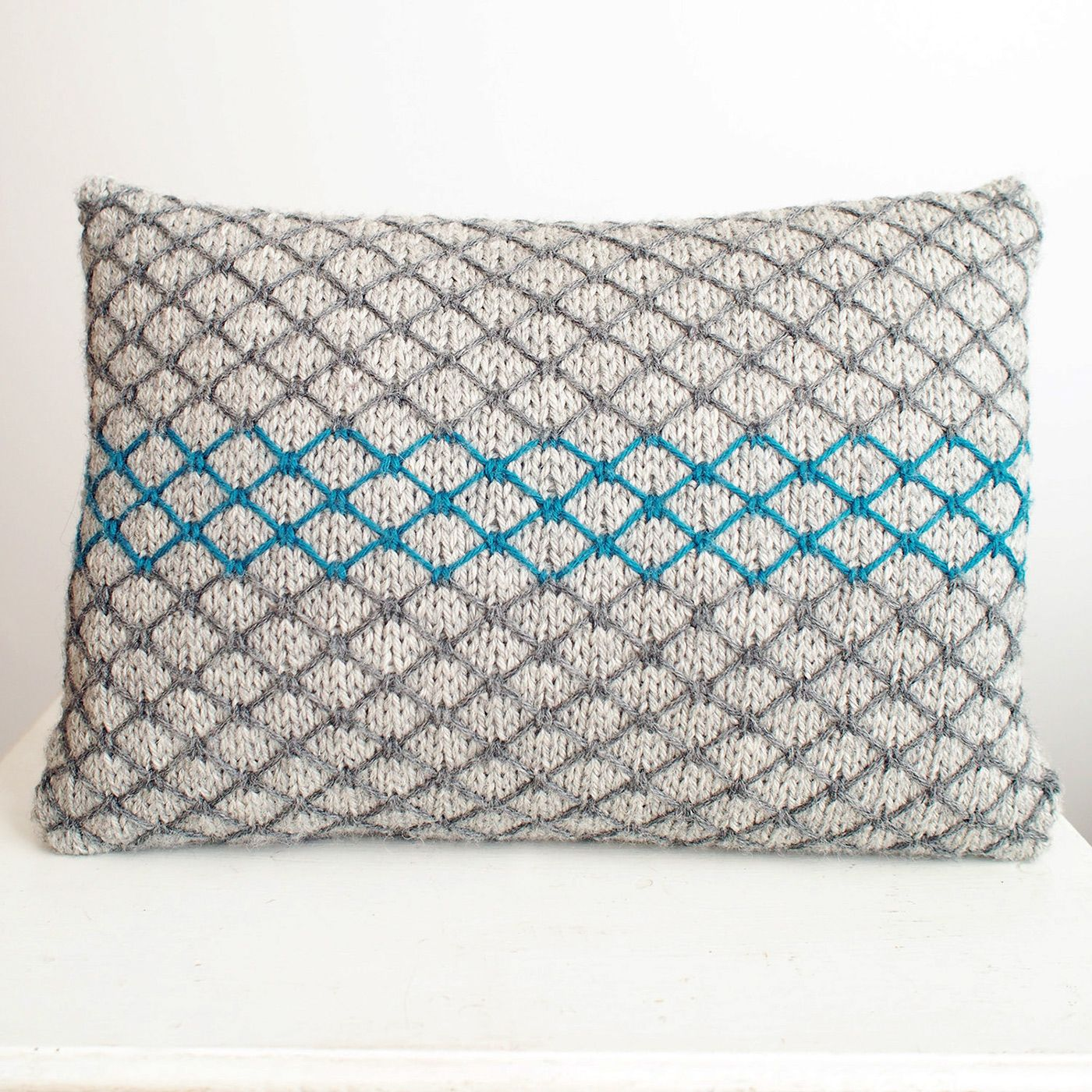 Dayana knits my first home deco design the chainlink cushion all