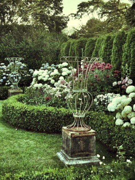 Frances Schultz S Bee Cottage Formal Gardens Cottage Garden