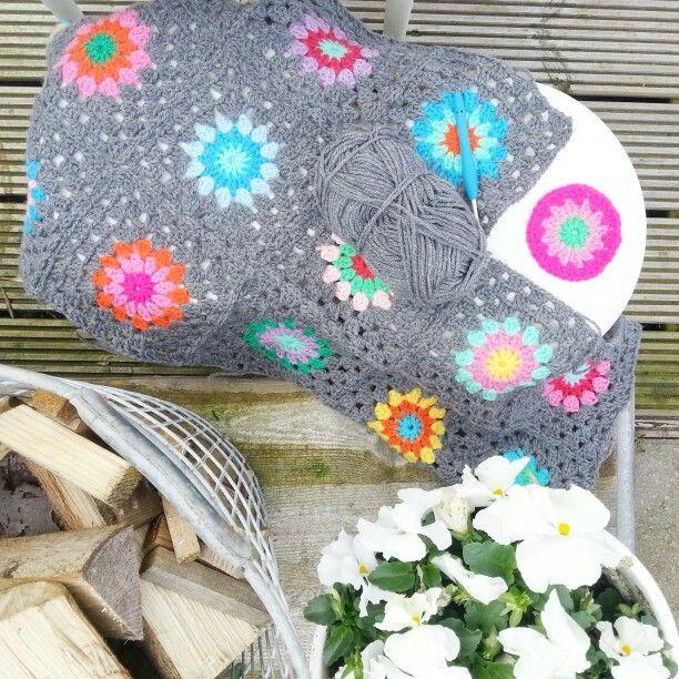 I've GOT to make a gray granny blanket soon!