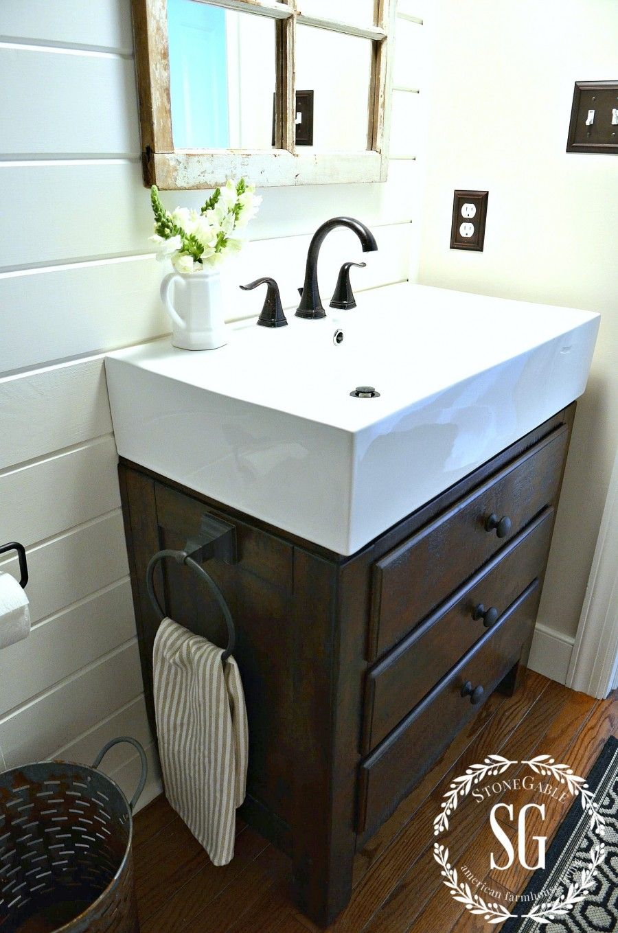 Friday Favorites Powder Room And Farmhouse Sinks