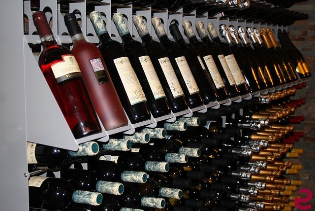 #Portabottiglie #vino in acciaio Esigo 2 Net con singoli #display per mostrare al meglio le tue #bottiglie. --- #Design steel #winerack Esigo 2 Net with single #wineholders to display perfectly your wine bottles.