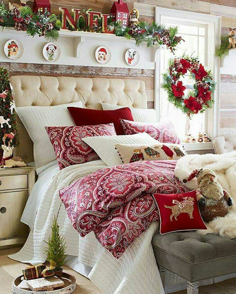 Top 40 Christmas Bedroom Decorations: A Mantle Over The Bed And Pallet Wall