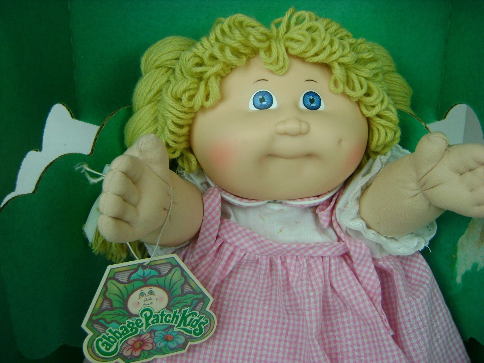 Vintage 1985 coleco cabbage patch kids girl doll in box with birth vintage 1985 coleco cabbage patch kids girl doll in box with birth certificate ebay aiddatafo Images