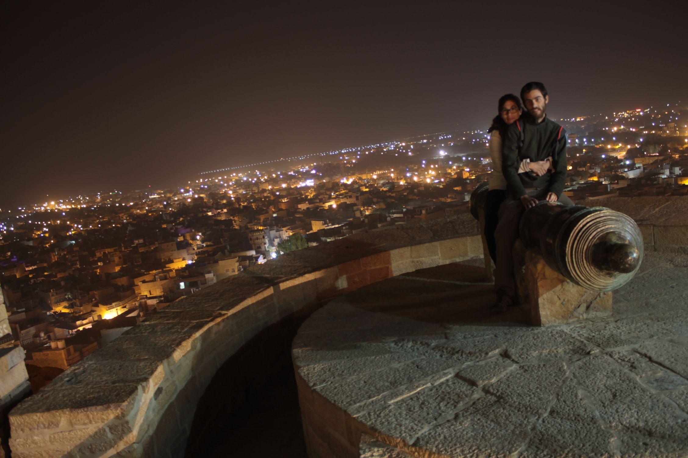 Disfrutando de noche de las vistas del fuerte
