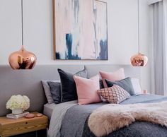Ambiance feutrée dans cette chambre aux tonalités pastel, rose, bleu ...