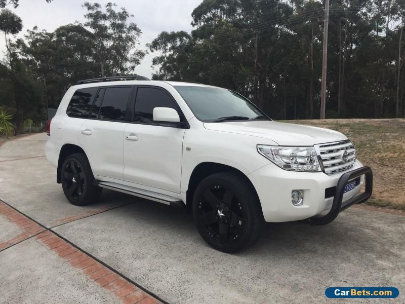 Toyota Landcruiser 200 Series V8 Fully Loaded Low Kilometres Auto ...