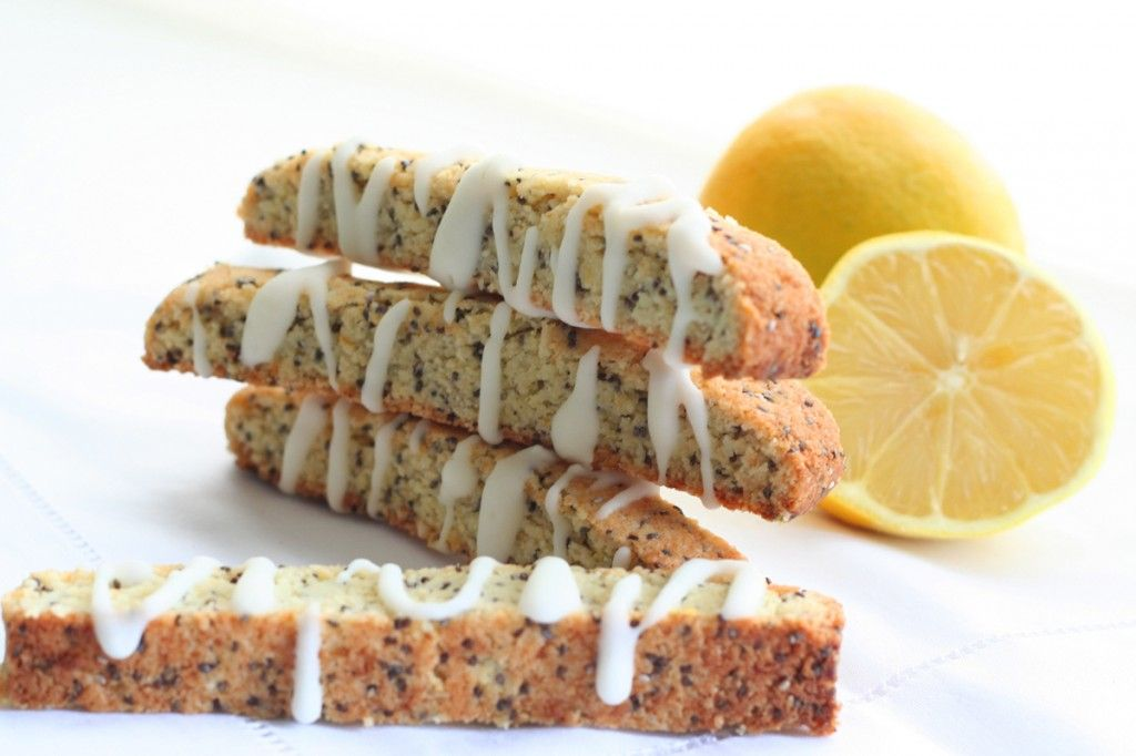 Lemon Poppyseed Biscotti 2 cups almond flour ½ cup granulated Swerve Sweetener 2 tbsp poppy seeds 1 tsp baking powder ½ tsp xanthan gum 1 tbsp lemon zest ¼ cup melted butter 1 large egg ½ tsp lemon extract