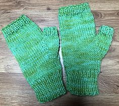 Photo of Easy Fingerless Mittens – with Thumbs pattern by marianna mel