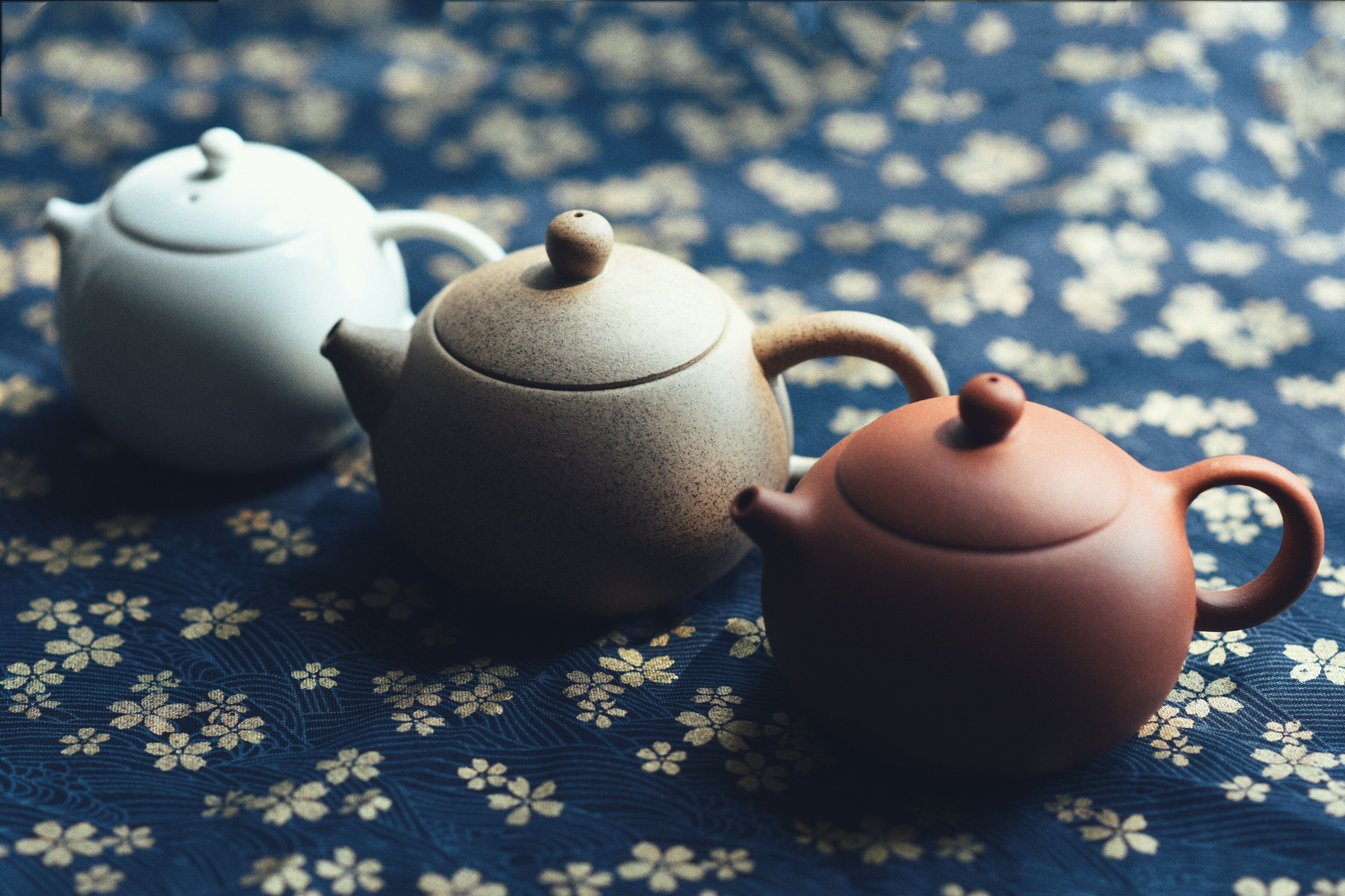 Delicate Chinese teapot.  Contact us for more info. www.henryapparel.com  #fashiontrends #streetstyle #mensfashion #fashion #instafashion #streetwear #mensclothing #inspiration #NewYork #factory #manufacturer #shanghai #california #China #apparel #sourcing #mensclub #lifestylewear #womenswear #womenscloth #sewing #fabric
