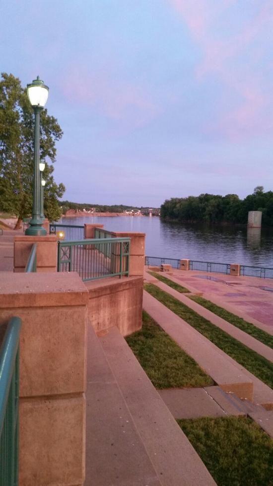 McGregor Park Riverwalk (Clarksville, TN): Address, Attraction