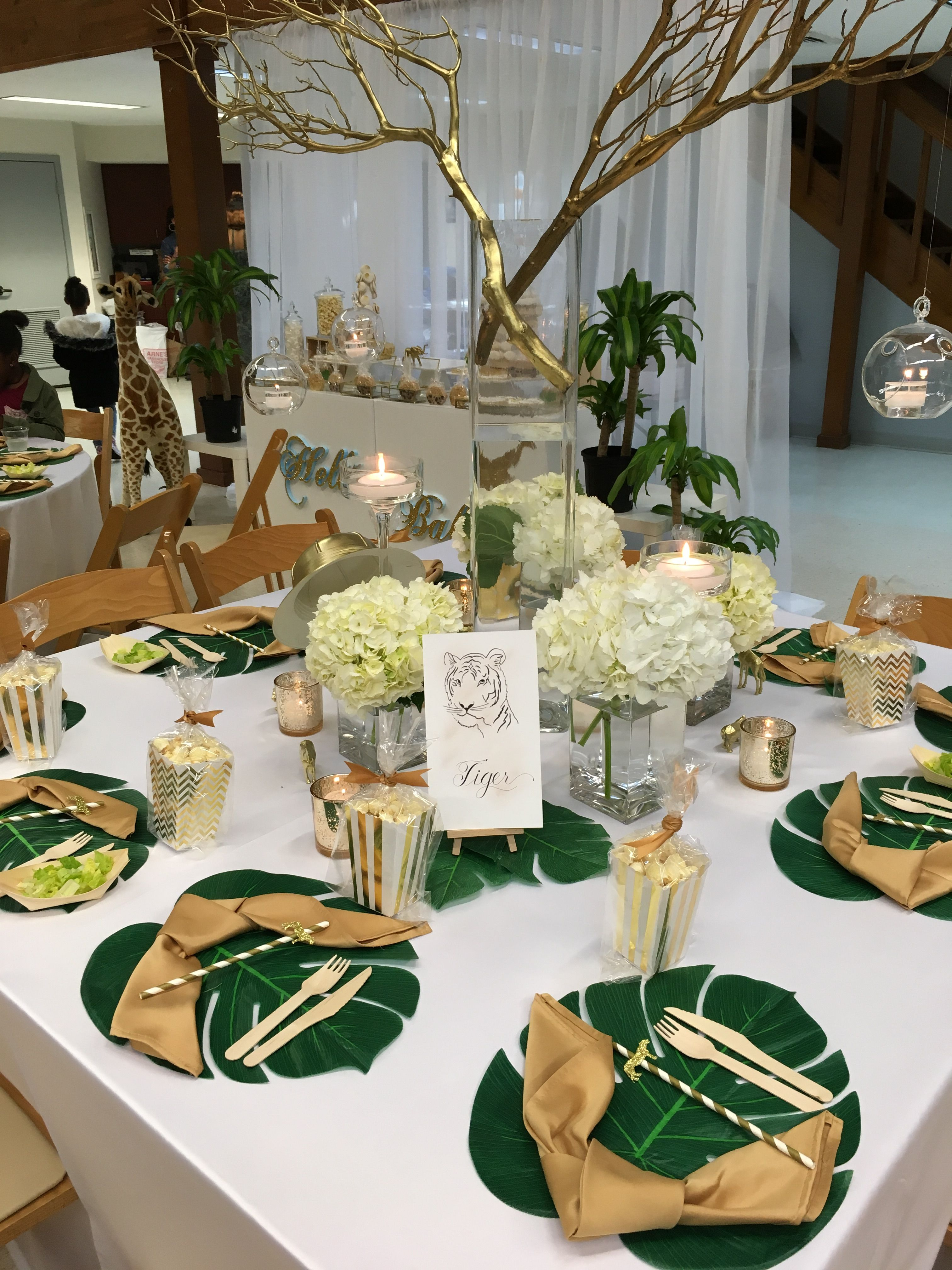 Like the large leaf place mats tropical in 2019 baby shower baby shower table baby shower - Deco table jungle ...