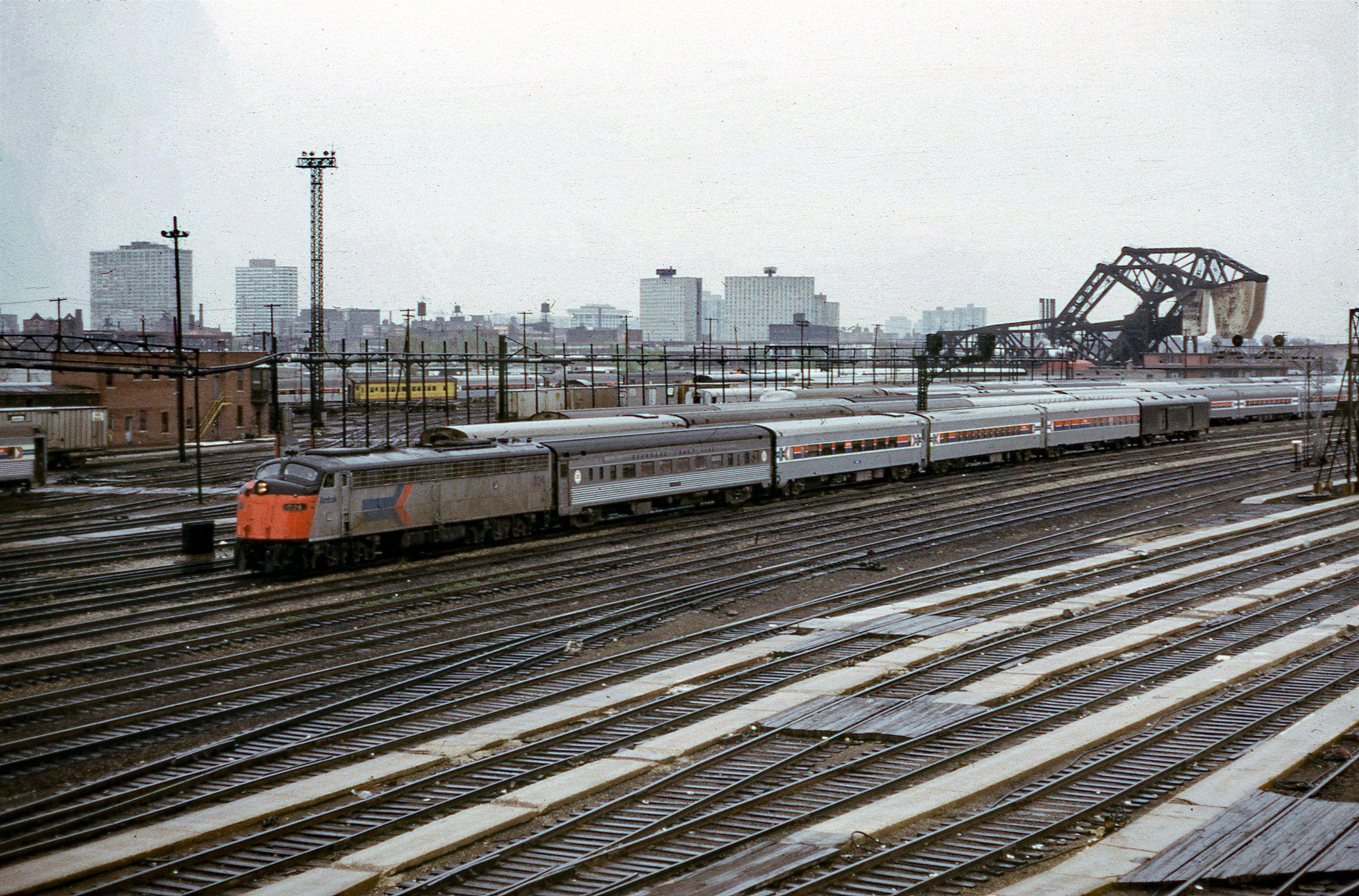 Amtrak 324 Roosevelt Road 5 1974 Mb Amtrak New York Central