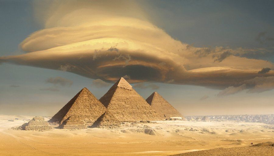 Lenicular cloud over Pyramids
