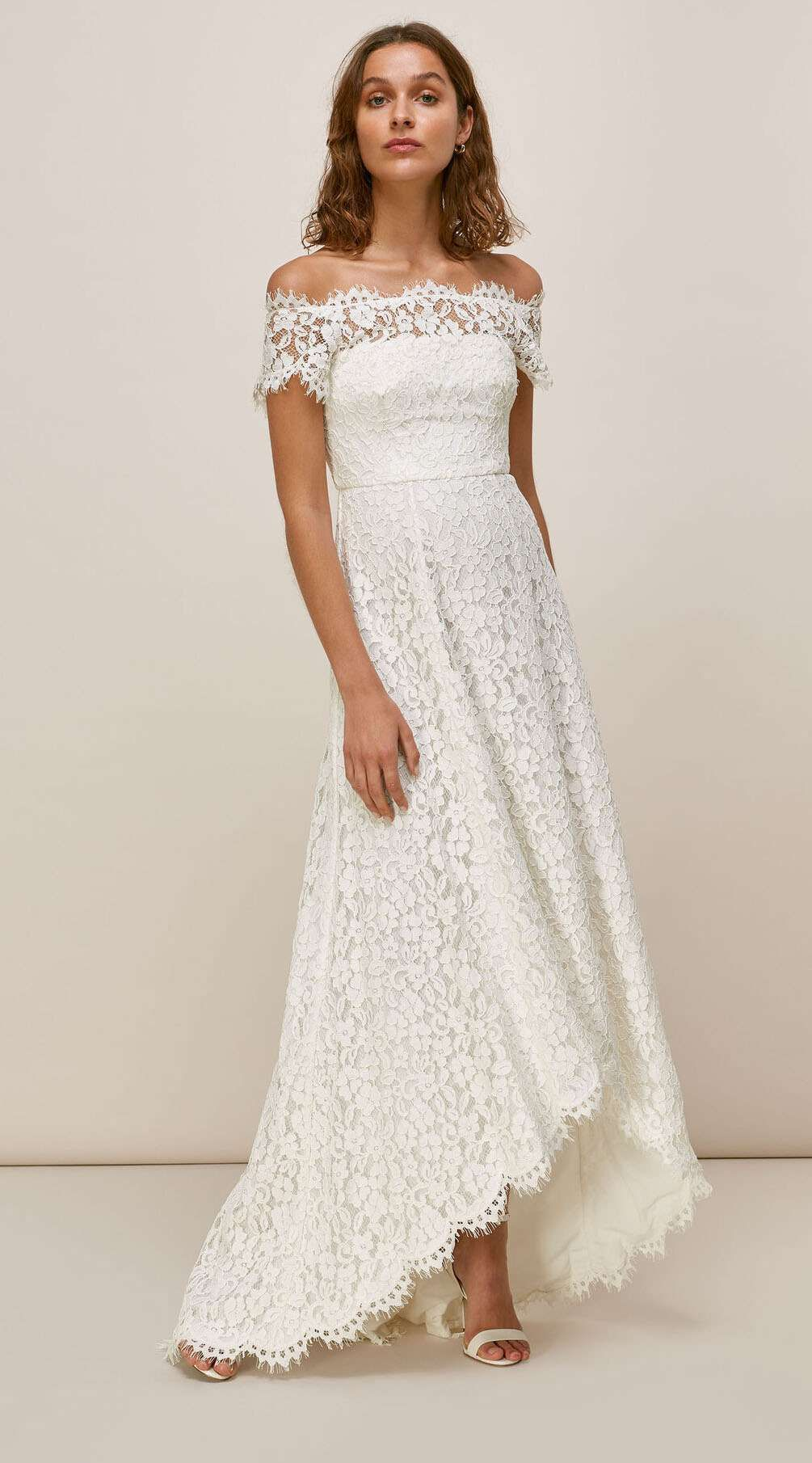 16 Chic And Casual Dresses For A Backyard Wedding Simple Wedding Dress Casual Casual Wedding Dress Backyard Wedding Dresses [ 1810 x 1005 Pixel ]