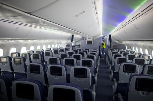 united airlines unveils its first boeing 787 dreamliner usatodaycom photo