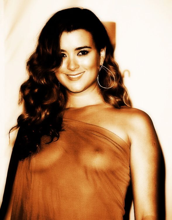 cote de pablo in tight