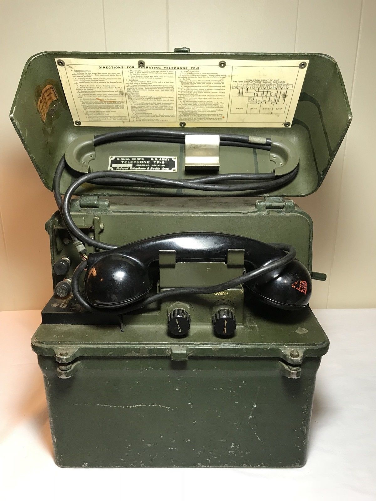 Tp 9 Us Army Signal Corps Field Telephone Antique Phone Military Radio Old Phone