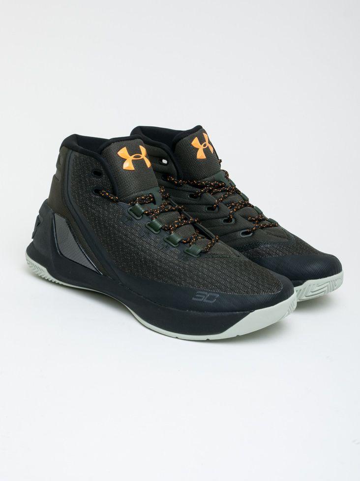 8074b6d81b9e Scopri Sneakers alte Curry 3 Under Armour. Approfitta delle migliori offerte  Streetwear e Sneakers e Acquista Online su Moveshop.it!