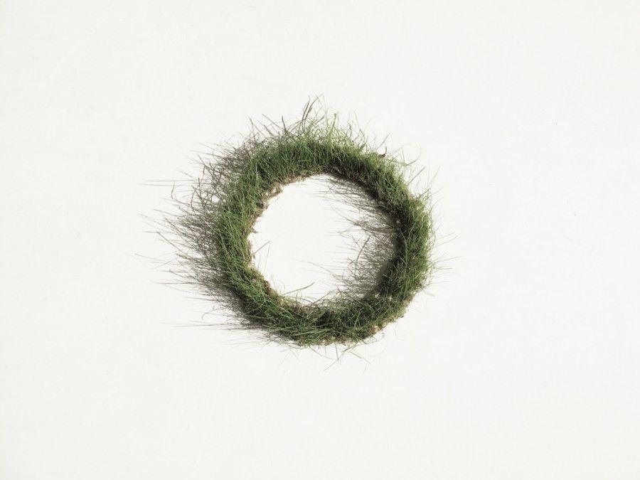 Marijke Schurink | Sierbarium nº1 | 1995 | Necklace | grass seeds and wool
