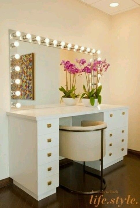 Love The Big Mirror And The Gold Accents Decor Home Decor Vanity
