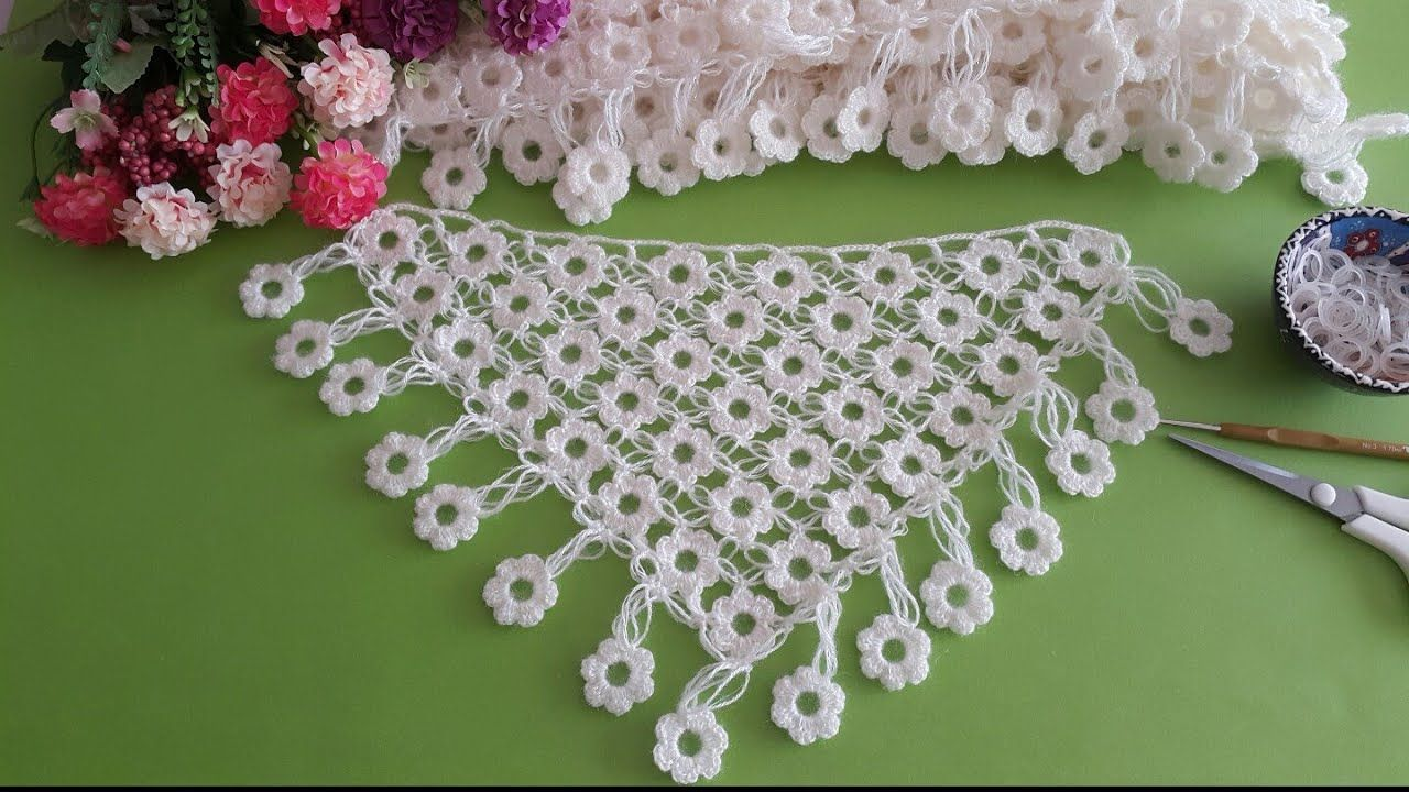 Papatya Sal Modeli Gelin Sali Daisy Shawl Tasarim Suzan Ayin In 2020 Crochet Flowers Free Pattern Crochet Decoration Crochet Necklace