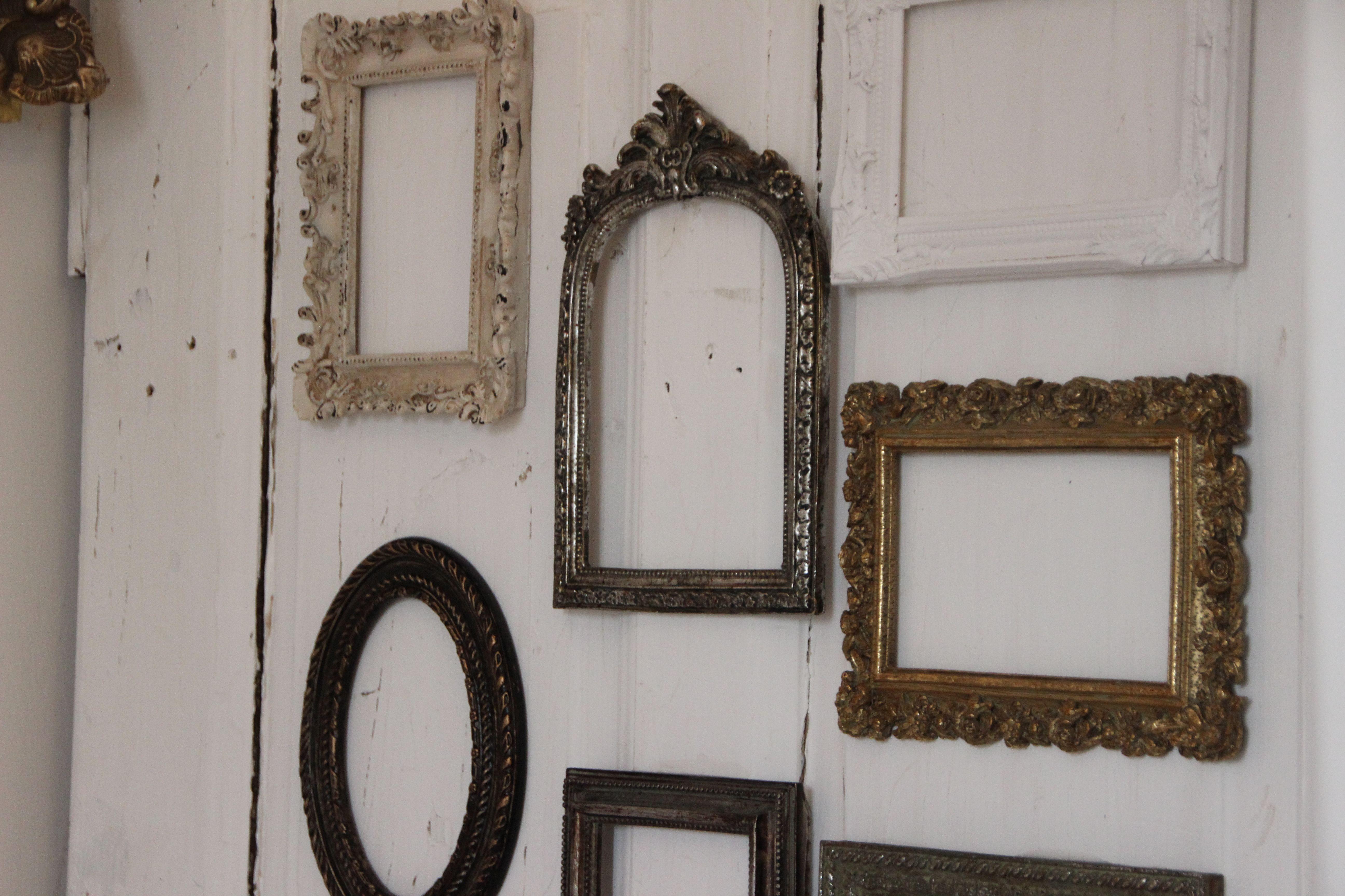Tischplan auf einer alten Tür mit Vintage-Bilderrahmen / für Deine ...