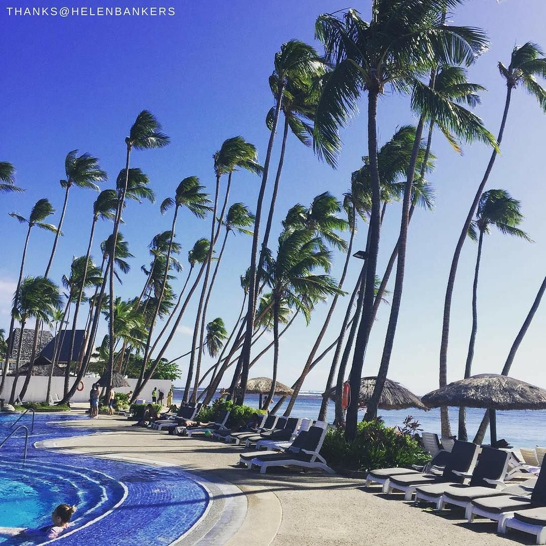Has your day been as easy and breezy as this? 📷: @ helenbankers.  #Shangrilahotels #Shangrilafiji #Shangrila #fiji #poolside #poolsidechillin #breezy #holiday #bestvacations #beautifulday #welltravelled #photooftheday