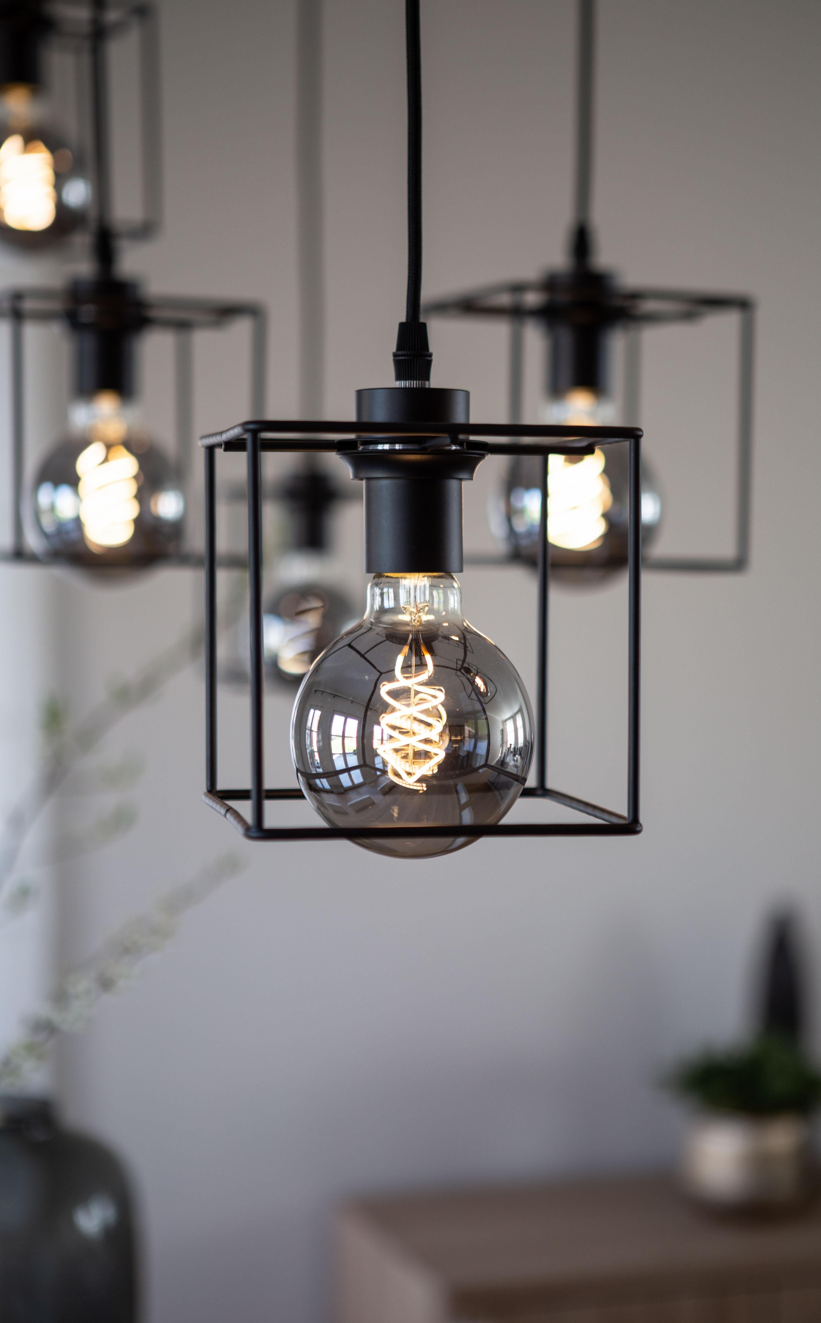 Hanglamp Noury Laat De Monden Van Al Je Gasten Openvallen Ook Al Is Dat Eigenlijk Heel Onbeleefd Aan Tafel Ze Is Hanglamp Eettafel Verlichting Verlichting