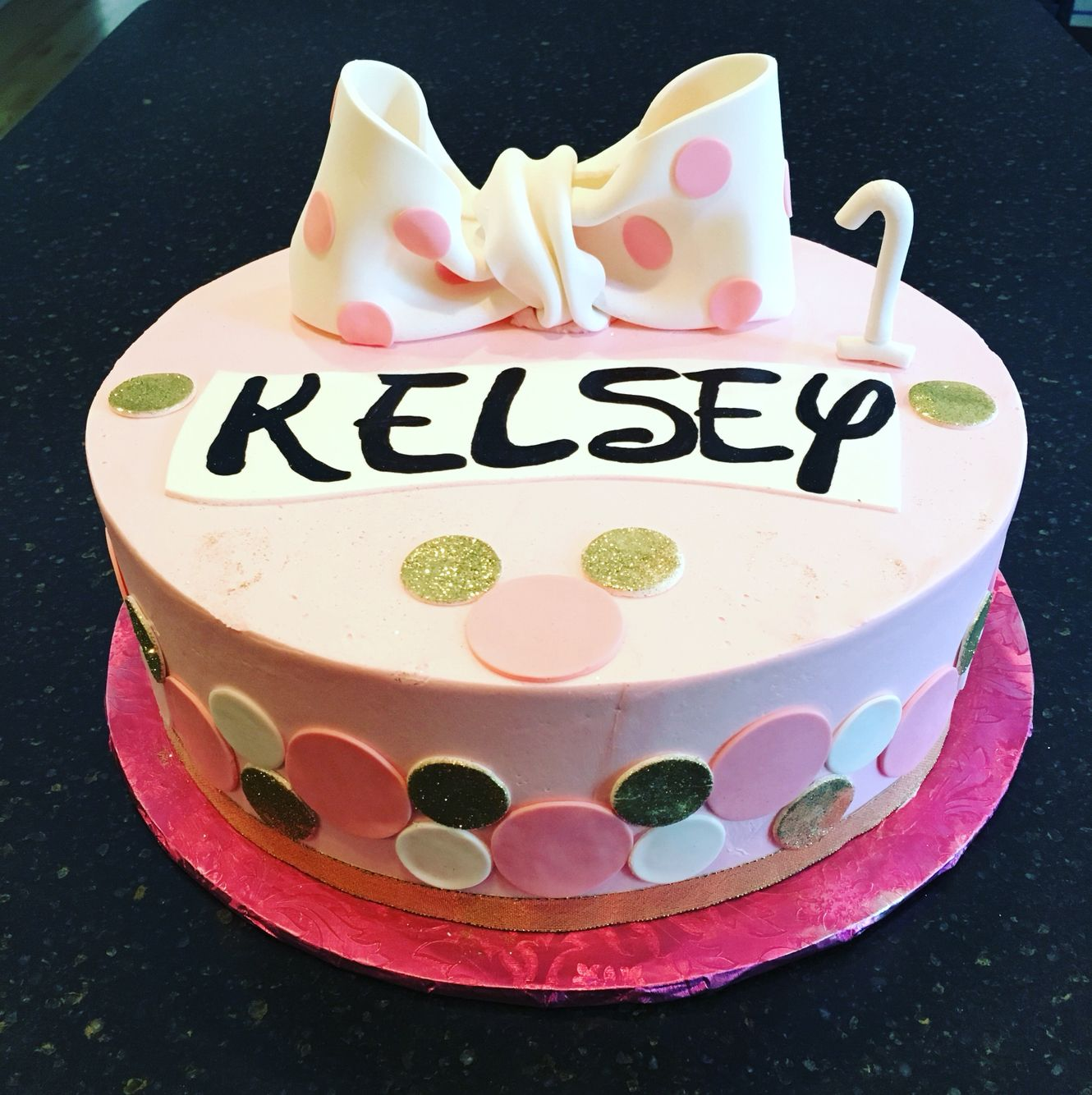 Minnie Mouse polka dot design cake White cake with French pastry