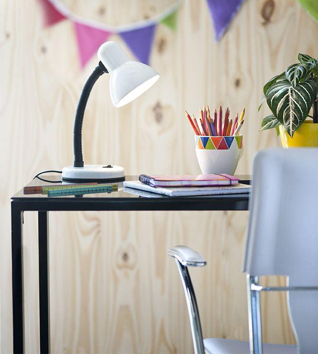 #Escritorios coloridos para inspirarnos al momento de trabajar o estudiar. #Home #Office #Colores #Blanco