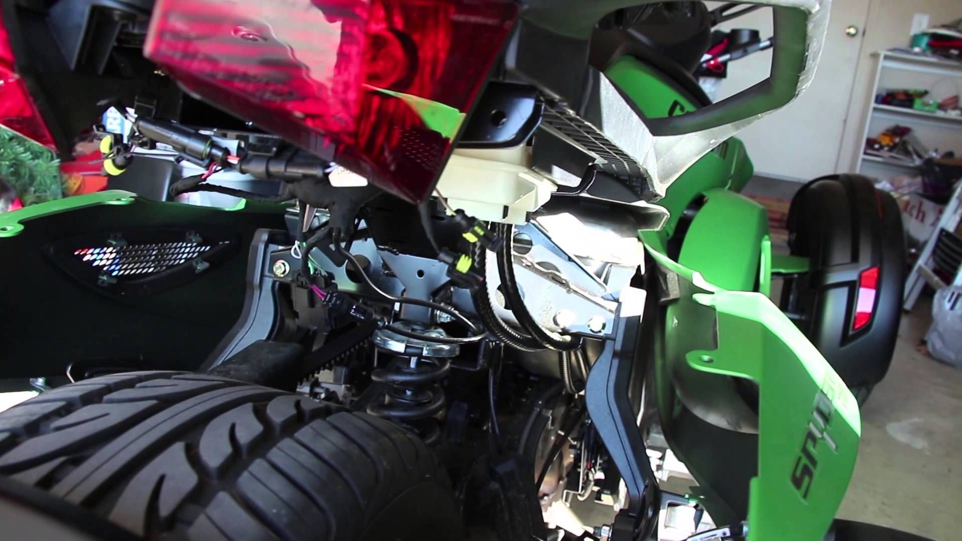 How to install can am spyder backrest