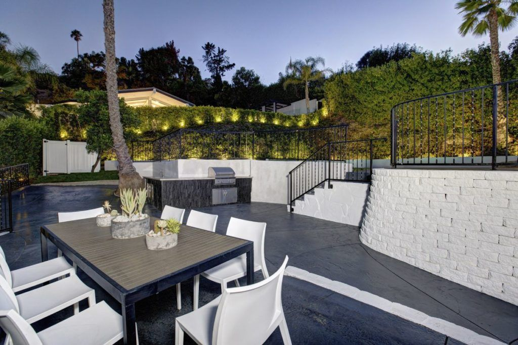 Studio City Modern Contemporary In Los Angeles By Modiano Design In 2020 Luxury Apartments Interior Studio City Luxury Apartments