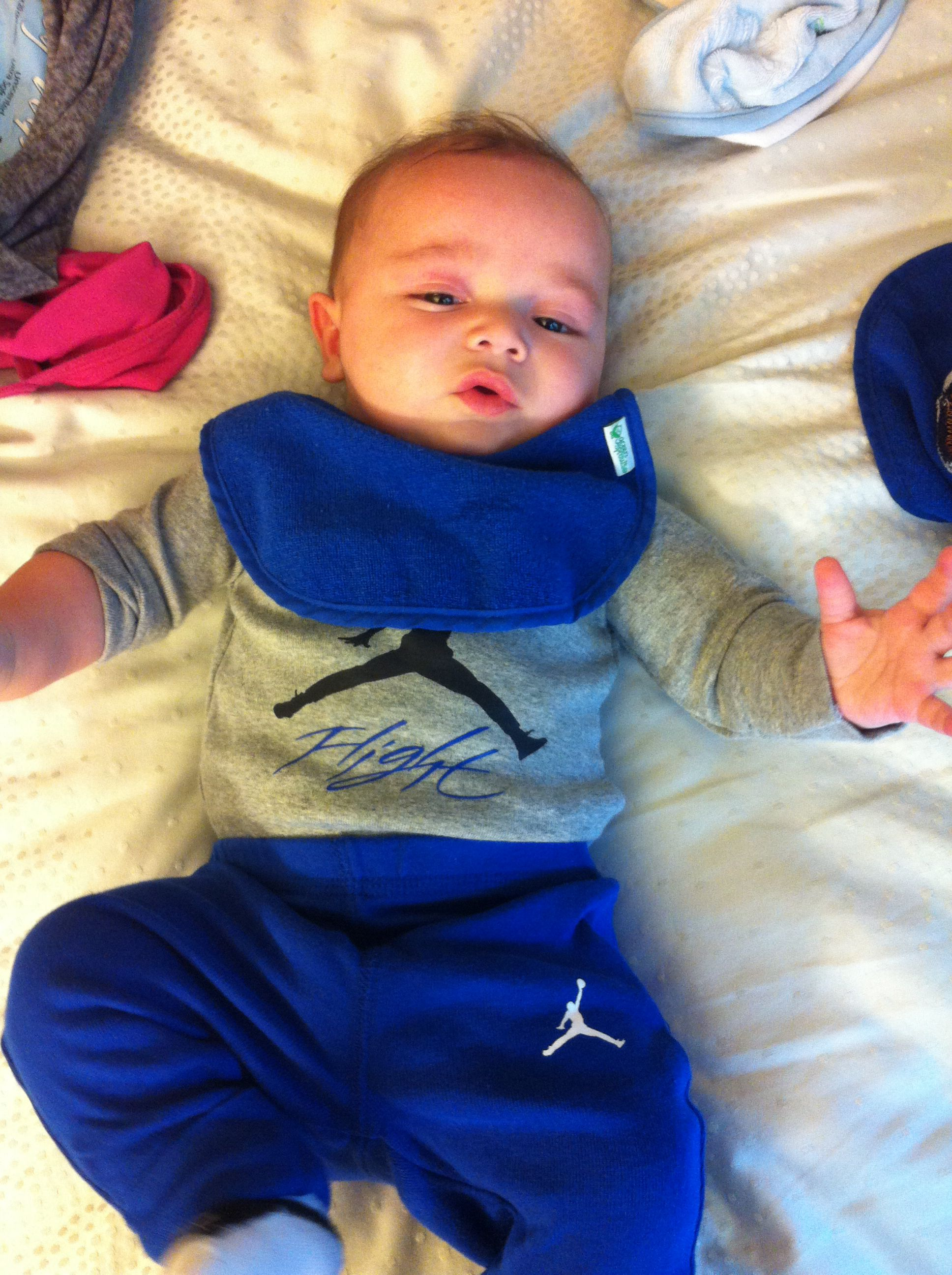 Pin by Esther Sicot on t h e b a b i e s  Baby boy jordan outfits