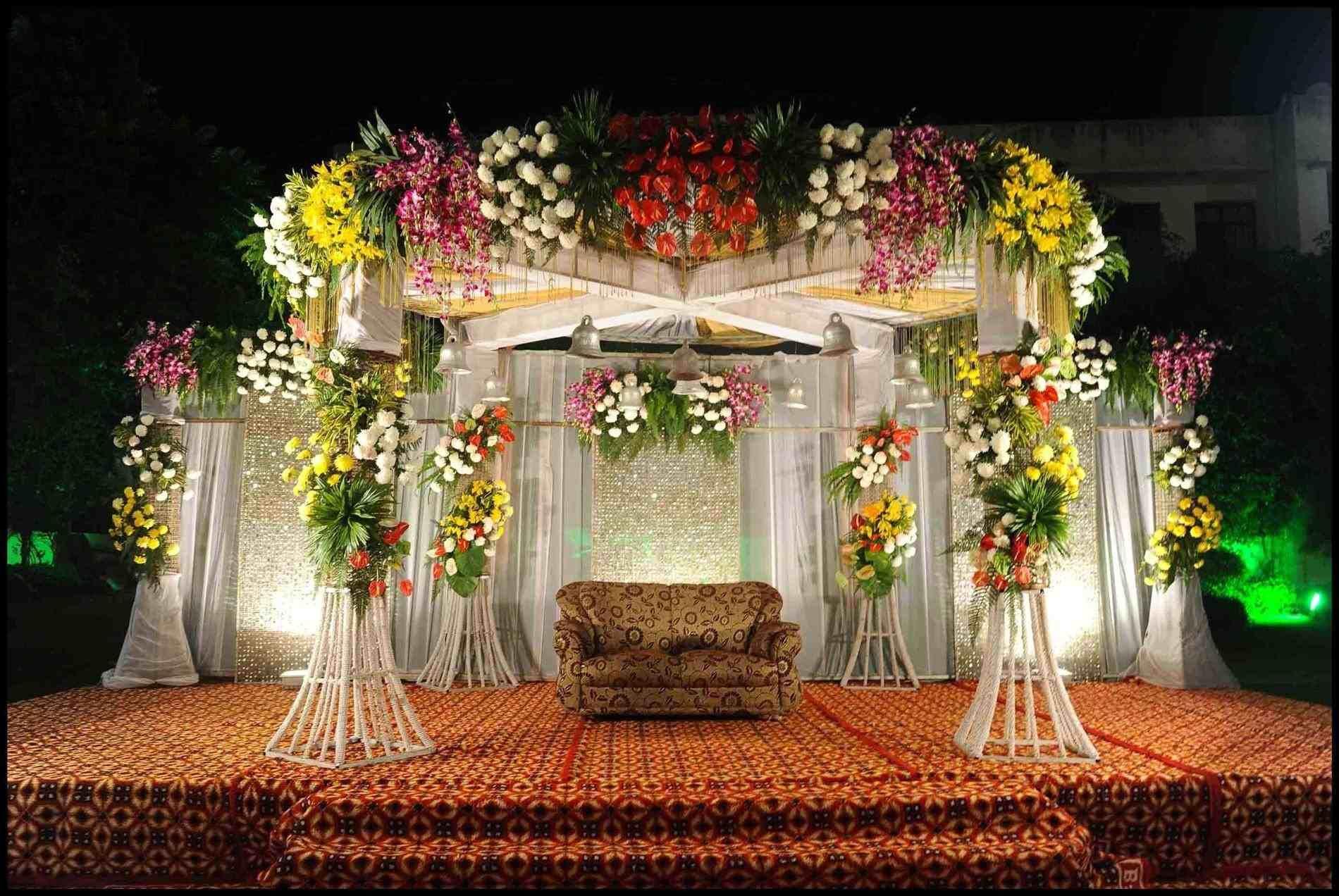 New Post Hindu Wedding Stage Flower Decoration Outdoor Visit Bobayule Trending Decors