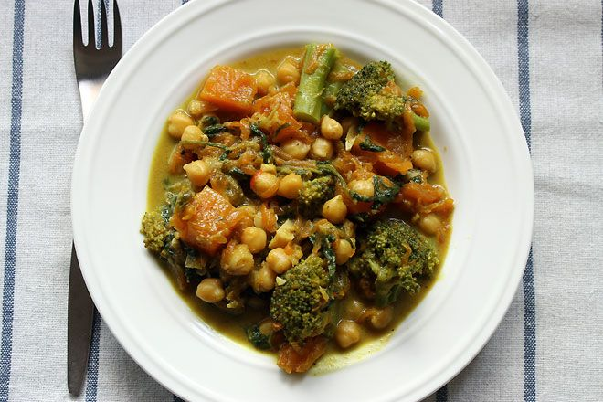 Chickpea, pumpkin and broccoli curry | I try to eat healthy