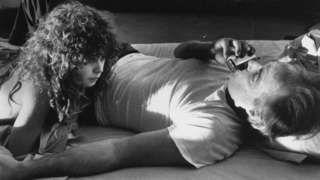 """Image copyright                  AP                  Image caption                                      El director de """"El último tango en París"""" recibió fuertes críticas en los últimos días por el tratamiento que le dio a la escena sexual del clásico filme.                                """"No quería que María actuara su rabia y humillaci�"""