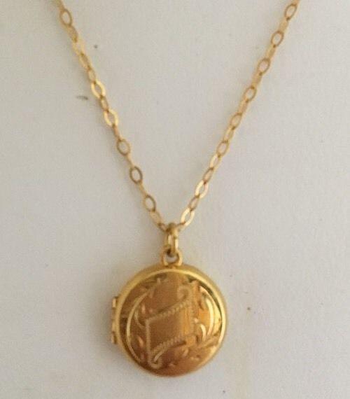 Vintage 10k Gold Small Child S Locket Round 10k Gold Chain 13 Engraveable Locket 10k Gold Chain Gold Chains 10k Gold
