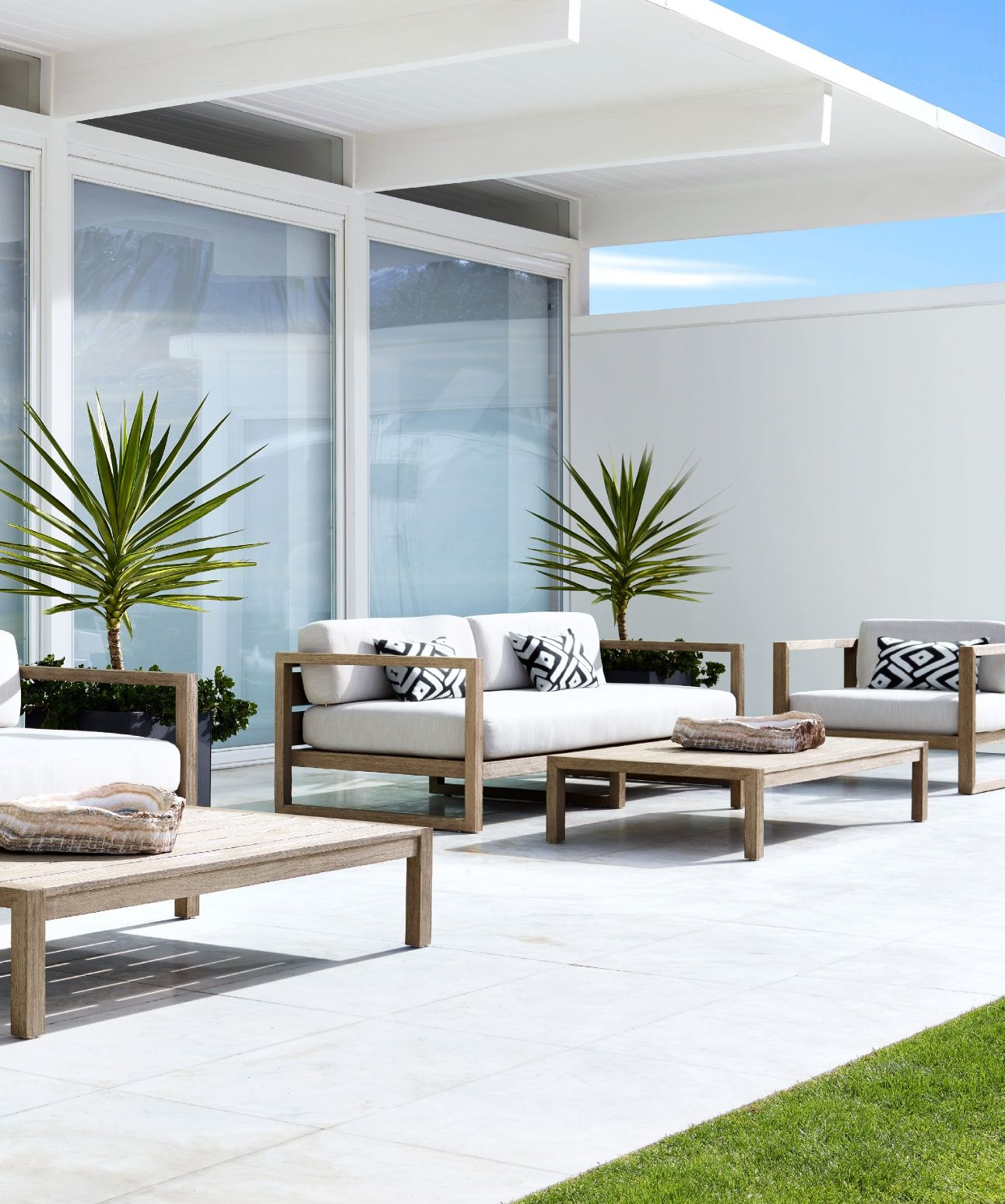 Rh source books giardino garden furniture outdoor for Mobili terrazza