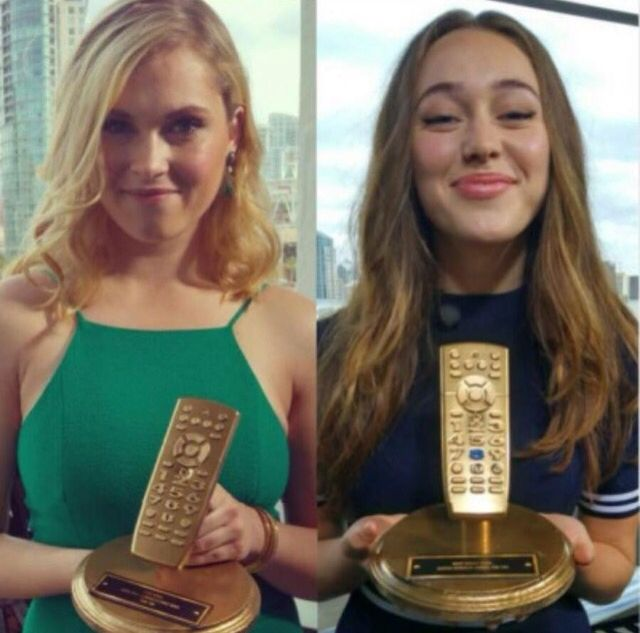 This is frickin awesome they so deserve this for the clexa kiss