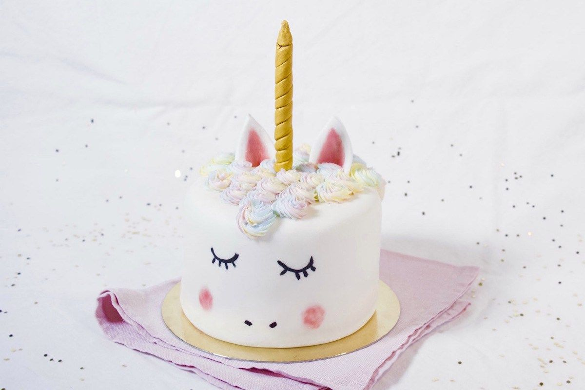 g teau licorne happy birthday my little girl pinterest g teaux licornes et g teaux de licorne. Black Bedroom Furniture Sets. Home Design Ideas