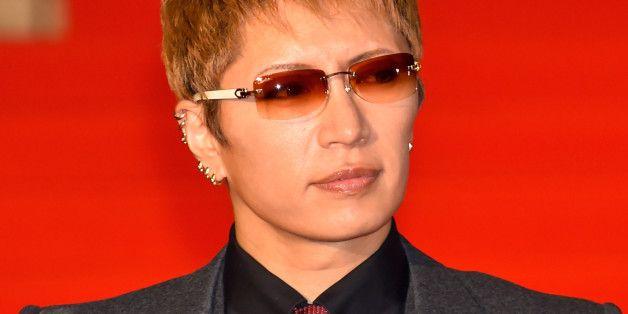 Gacktさん 円形脱毛症になっていた 芸能人格付けチェック のプレッシャーからと告白 Square Sunglasses Mens Sunglasses Square Sunglasses Men