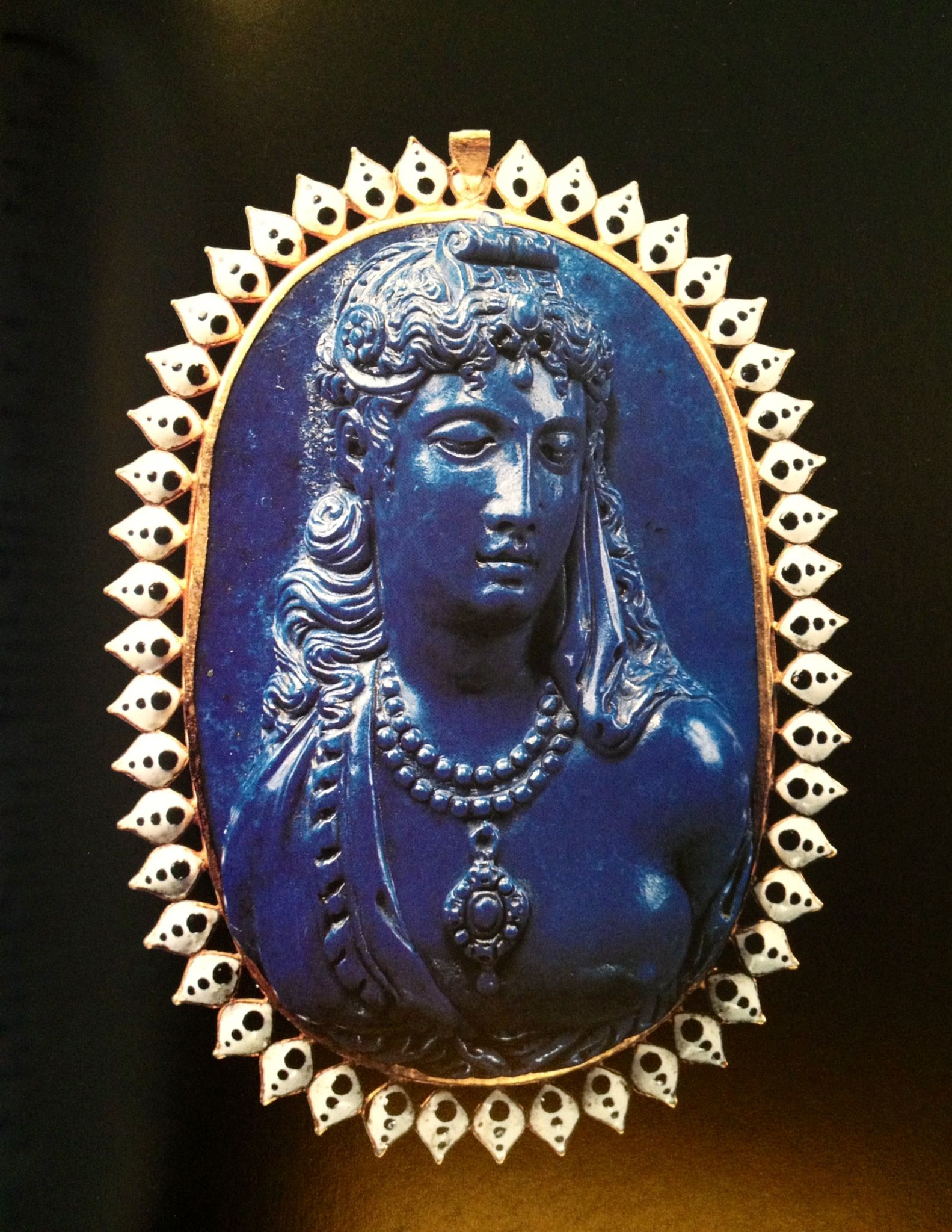 Bust of a veiled woman wearing a diadem. Cameo in lapis-lazuli, 16th Century. Louis XIV