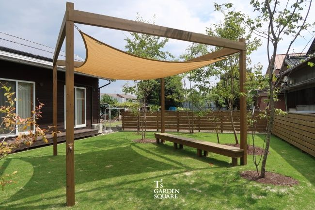 芝庭bbqシェードセイルで熱さ対策 避暑地の庭を家庭に 芝庭 ドッグラン 庭 庭