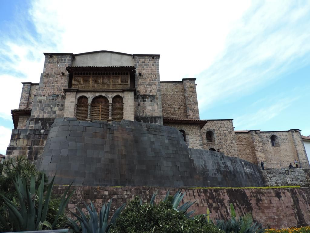 Most important religious temple of the Incas Nowadays church and convent of Santo Domingo.